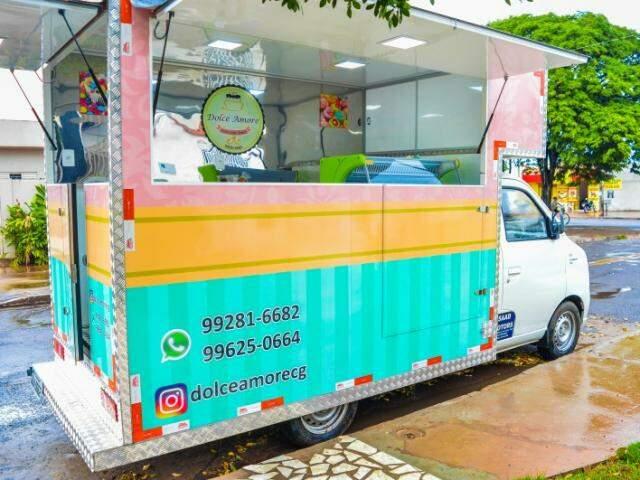 O food truck ficou delicado e charmoso, servindo bolos de dar água na boca. (Foto: Thailla Torres)