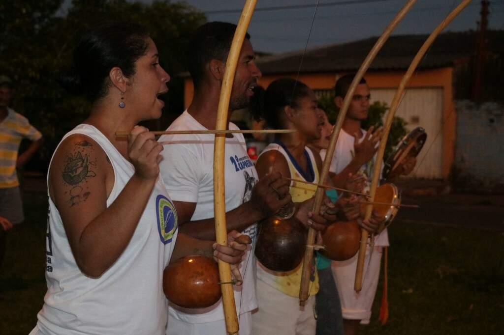 Michelle nasceu e foi criada na região das Moreninhas e hoje tem projeto de capoeira para as crianças do bairro (Foto: Kimberly Teodoro)