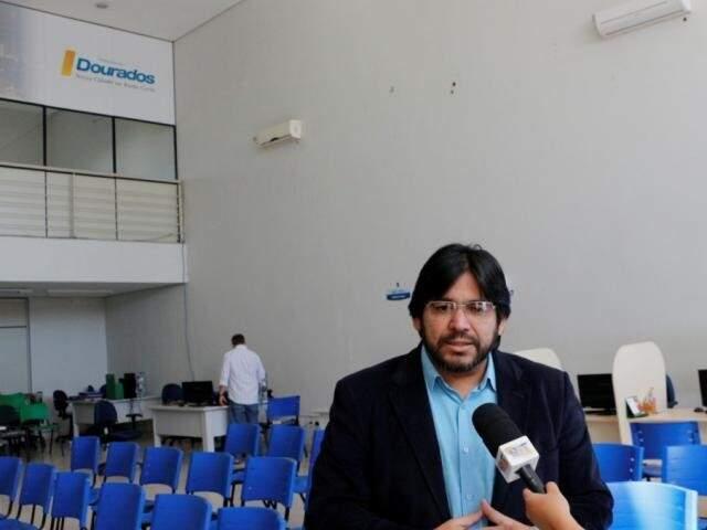 Wultom comandou Funtrab com parentes e presença do seu partido, o PRB. (Foto: Helio de Freitas)