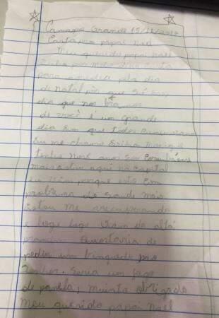 Ela escreveu à mão, com toda simplicidade.