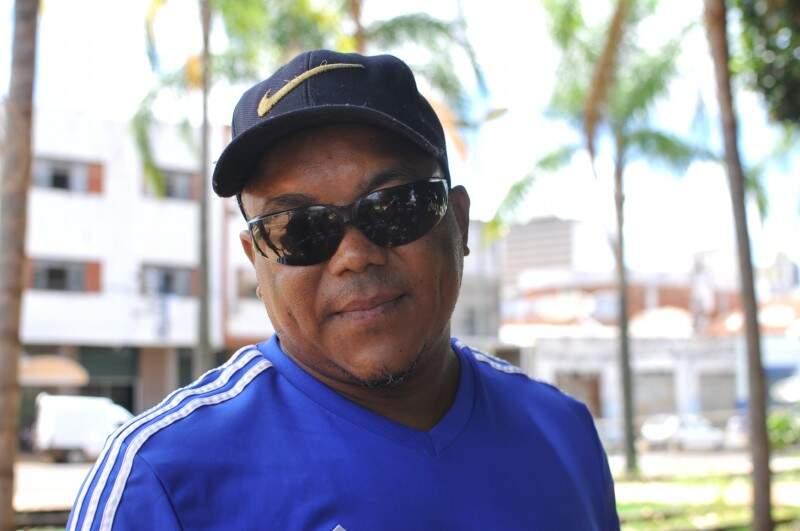Francisco veio trabalhar, para realizar o sonho de construir uma casa. (Foto: Alcides Neto)