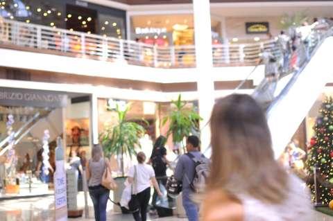 Na onda, shoppings têm desconto de 80% e até estacionamento de graça