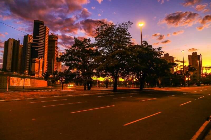 Em Campo Grande, o dia amanheceu com mínima de 11ºC e tempo parcialmente nublado. (Foto: Fernando Antunes)