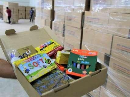 Kits escolares estarão nas mãos de alunos no 1º dia de aulas, garante Marquinhos