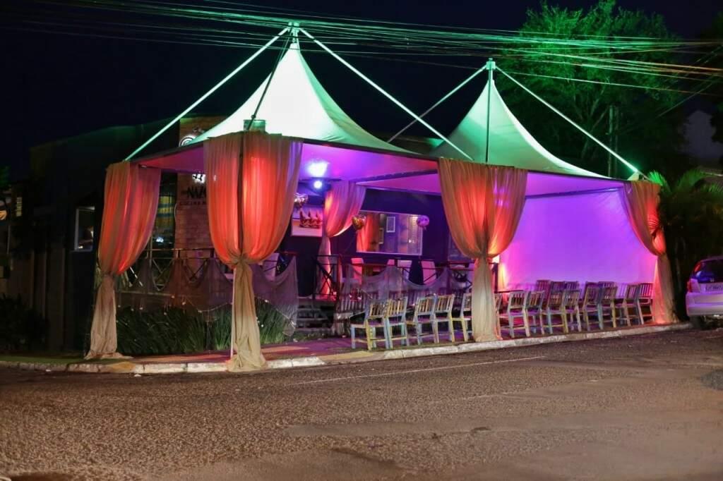 O Bar Naza foi um dos que investiu em tendas para a decoração (Fernando Antunes)