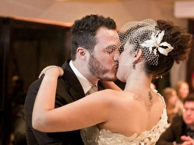"""Anne e Júnior se casaram em 2012, mesmo ano em que ela ia dormir na """"Isabela"""". (Fotos: Arquivo Pessoal)"""
