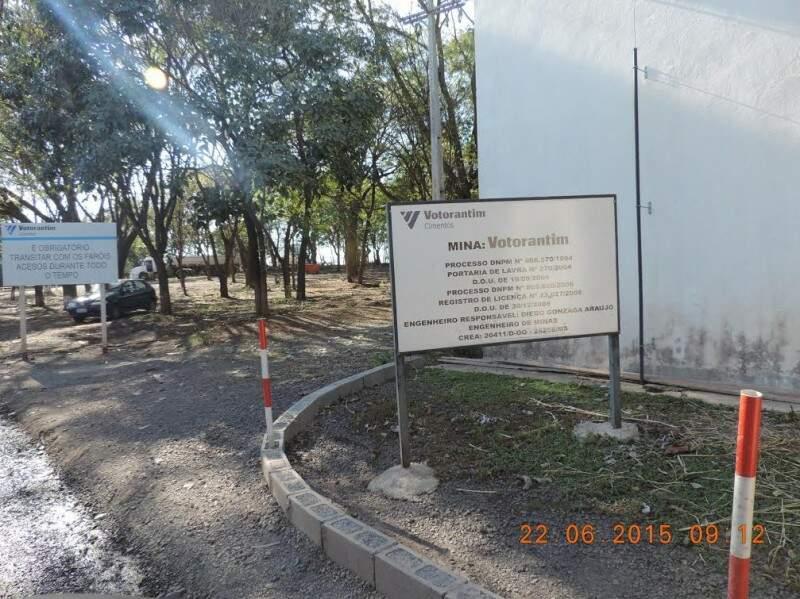 Pedreira localizada na saída para Rochedo passou por vistoria na manhã de hoje. (Foto: DNPM-MS)