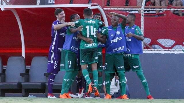 Jogadores do Verdão comemoram gol de Scarpa sobre o Ituano (Foto: Divulgação)