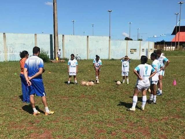 Meninas das Moreninhas treinam no Parque Jacques da Luz (Foto: Divulgação)