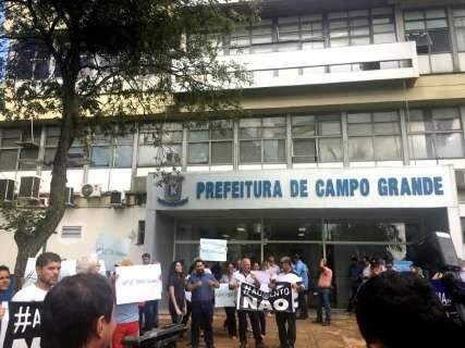 Empresários vão à prefeitura exigir veto ao reajuste dos vereadores
