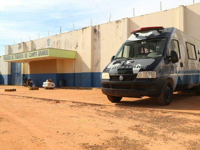 Durante a madrugada, 16 internos tentaram fugir do Presídio de Trânsito. (Foto: Fernando Antunes)