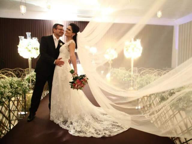 Juliana e Diogo se casaram em abril deste ano, depois de mais de 1 ano de planejamento e três endereços. (Foto: Eurides Aoki)