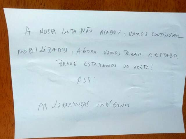 Bilhete deixado na porta de uma das salas da Funai (Foto: Divulgação)