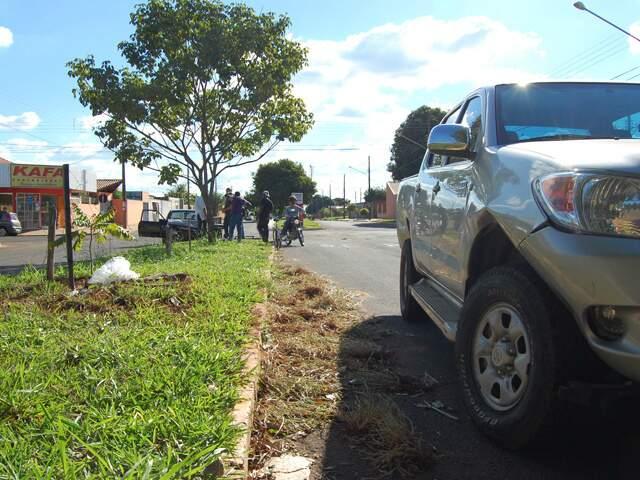 Segundo testemunhas, motorista da caminhonete não respeitou via preferencial.(Foto: Pauliane Amaral)