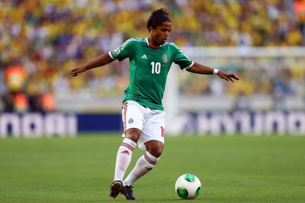 O brasileiro naturalizado mexicano, Giovani dos Santos, é uma das atrações em campo na rodada deste sábado na Copa do Mundo (Foto: Clive Mason/Getty Images)