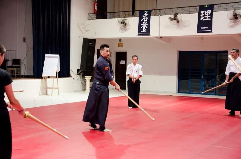Kenjutsu é a arte com espadas. (Foto: Vanessa Tamires)