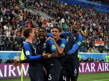 Com gol de Umtiti, França volta à final da Copa após 12 anos