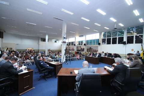 Na 1ª sessão, Câmara define comissões e IPTU em distritos divide vereadores