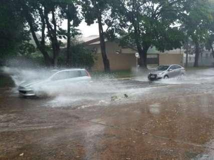 Chuvas continuam, com previsão de temporais no sábado em MS