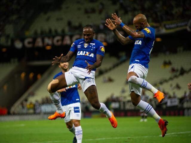 Atacante Sassá comemora o gol da vitória cruzeirense no estádio Castelão (Foto: Cruzeiro EC/Divulgação)