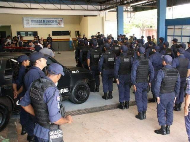 la norma, os guardas de municípios com mais de 500 mil habitantes conseguiram autorização para andarem armados durante o trabalho e nos momentos de folga. (Foto: Arquivo)