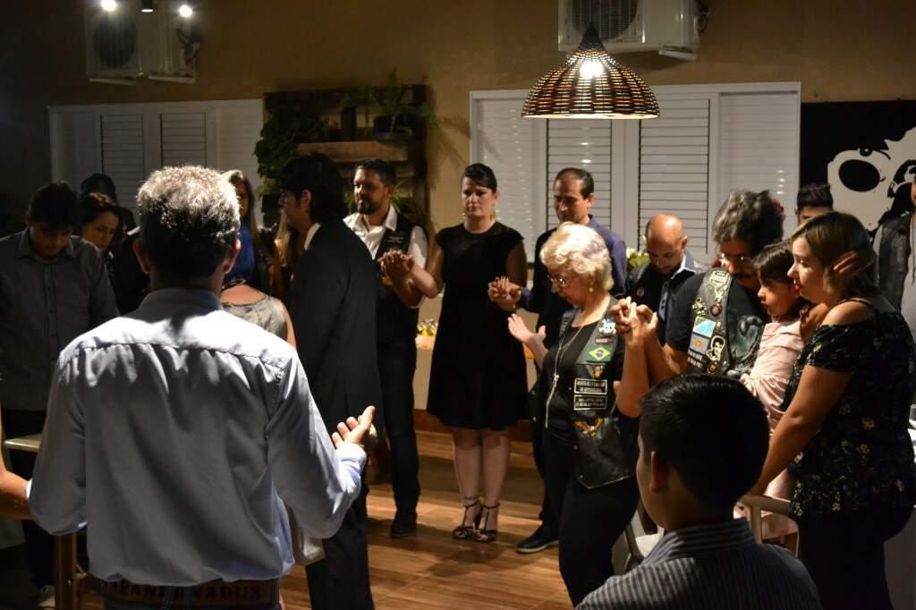 Cerimônia foi uma benção a Josi e André e para todos os casais presentes. (Foto: Thaís Pimenta)