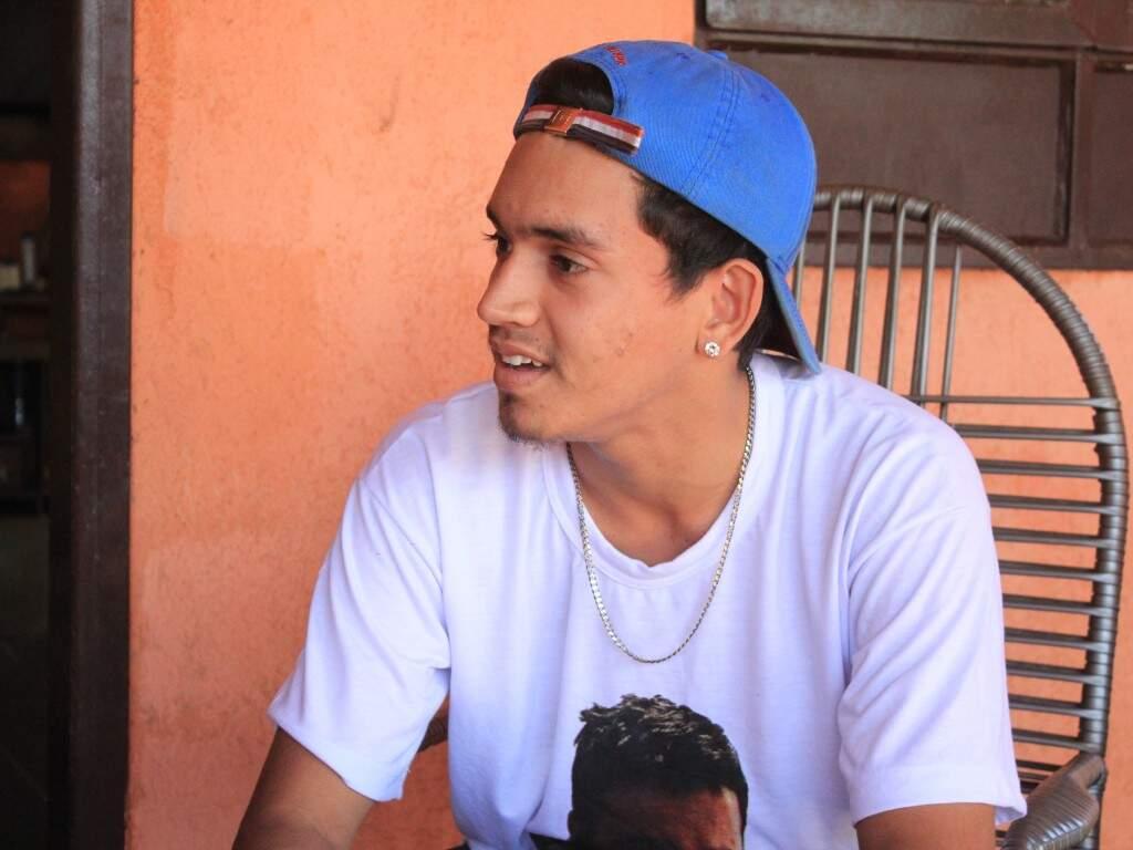 Higor Soares Bandeiras Alves lembra das coisas que fazia com o tio Everton (Foto: Marina Pacheco)