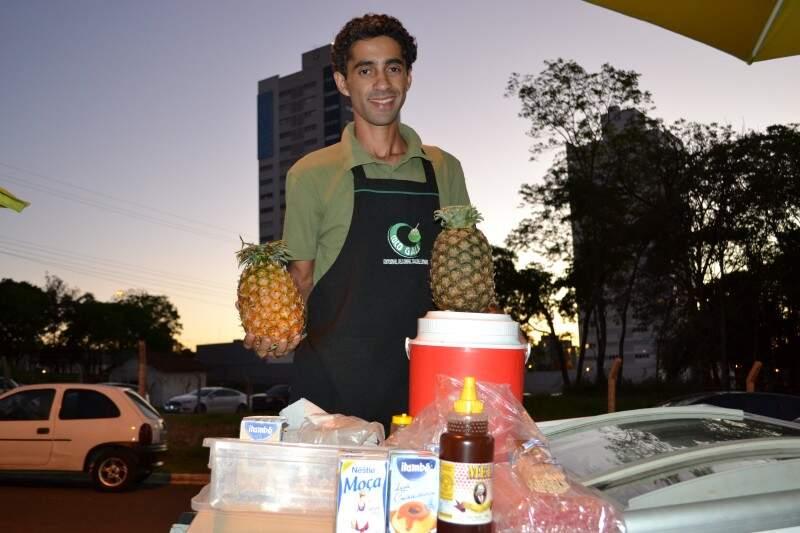 Nem só de coco é feito o Verão na Afonso Pena, agora avenida tem abacaxi gelado