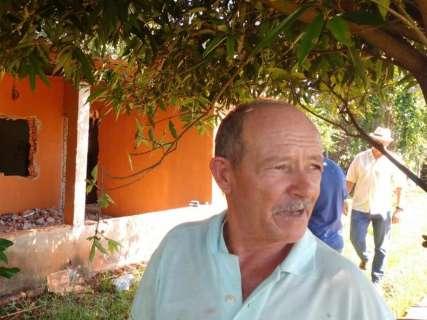 Emha transfere casal de idosos para o Indubrasil e garante 368 moradias