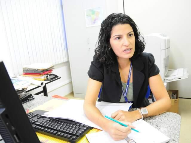 Coordenadora do Nugeo explica como funciona o trabalho de monitoramento. (Foto: Rodrigo Pazinato)