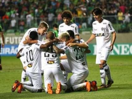 Atlético-MG marca 3 a 1 contra o América-MG e volta ao G-4 do Brasileirão