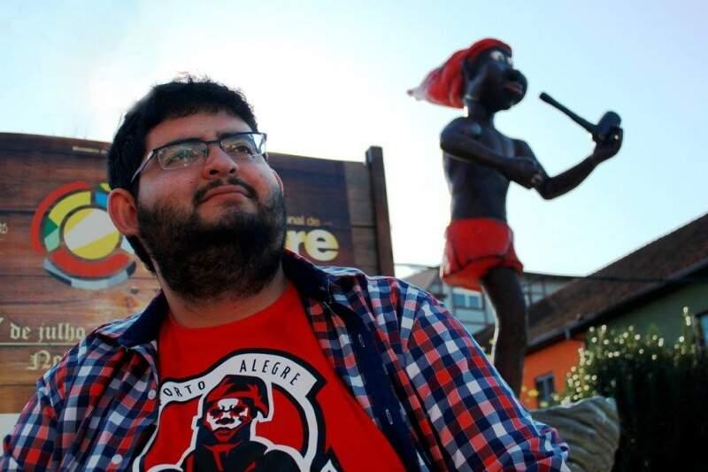 O jornalista Andriolli Costa estuda sacis e prepara um filme baseado na lenda do folclore brasileiro (Foto: Jessika Andras)