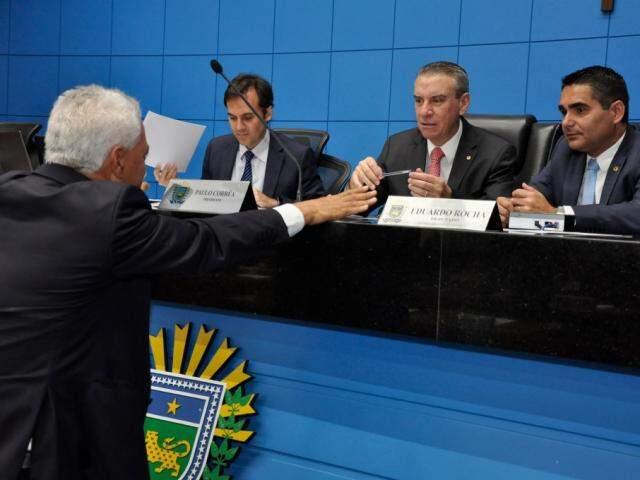 Deputados aprovaram projeto na sessão desta terça-feira (Foto: Luciana Nassar/ALMS)