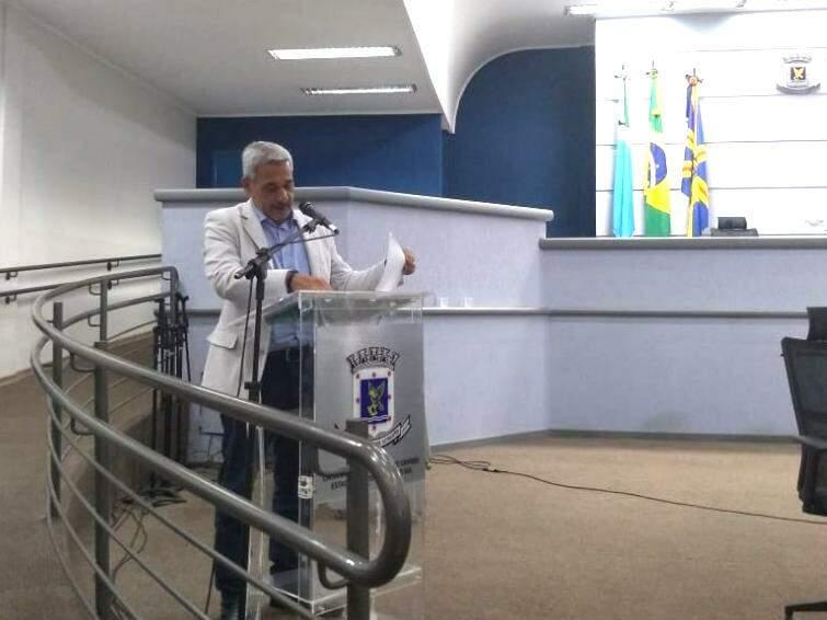 Superintendente do Procon, Marcelo Salomão, durante reunião na Câmara Municipal (Foto: Danielle Valentim)