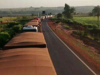 Sem-terra liberam duas rodovias, mas BR-163 continua interditada