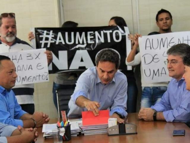 Empresários foram à prefeitura para protestar contra reajuste dos vereadores (Foto/Arquivo: Marina Pacheco)