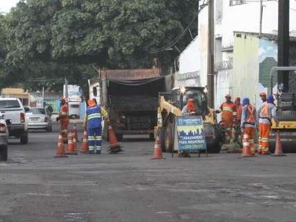 Serviço de tapa-buraco retoma por completo em setembro, diz prefeito
