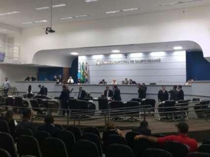 Após discussão, prefeitura retira projeto que previa eleição nas escolas