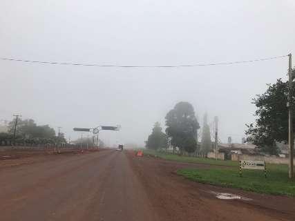 Em dia sem chuva, névoa úmida encobre céu de cidades do sul de MS