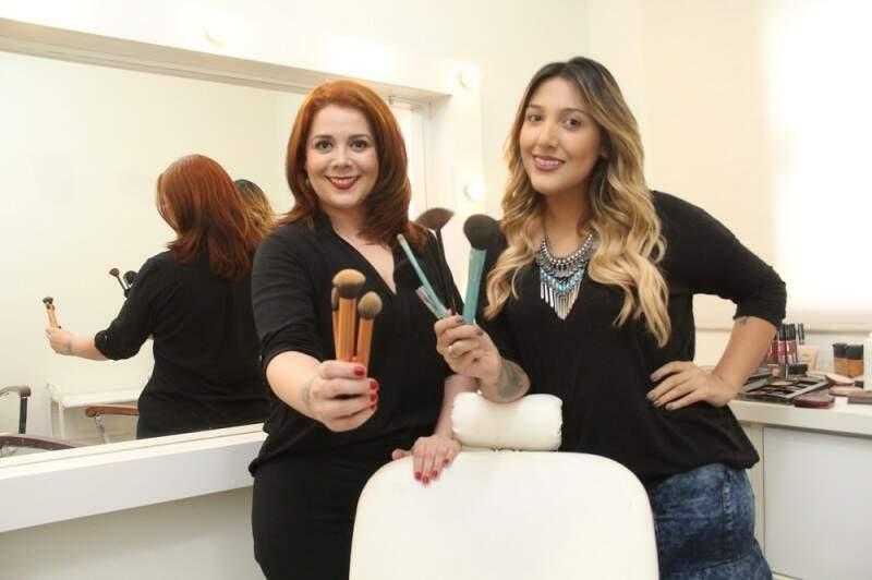 As maquiadora Priscila Lessa, largou o curso de psicologia e Fernanda Rossi, optou pela maquiagem depois de 4 anos na pedagogia.(Foto:Marcos Ermínio)
