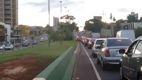 Caminhoneiros desafiam a Justiça e bloqueiam quatro trechos da BR-163