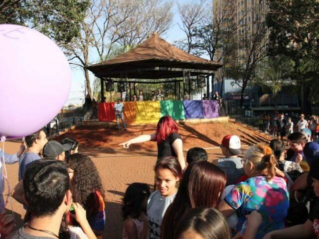 Na Praça do Rádio, manifestações durante a Parada LGBT. (Foto: Saul Schramm).