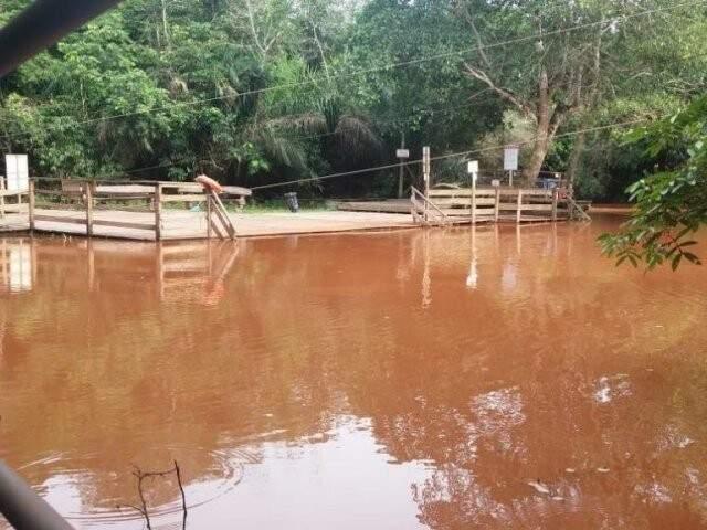 Rio da Prata foi tomado por lama no mês passado. (Foto: Divulgação)