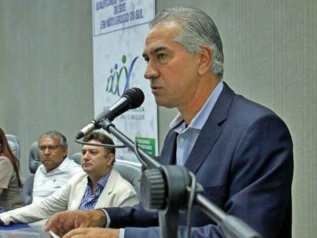 Governador Reinaldo Azambuja (PSDB) discursa durante evento nesta segunda-feira (dia 17). (Foto: Chico Ribeiro/Governo do Estado).