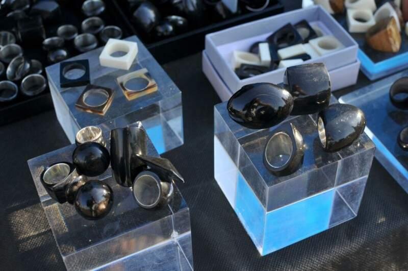 e bio-jóias que sobraram de uma loja da filha (Foto: Alcides Neto)