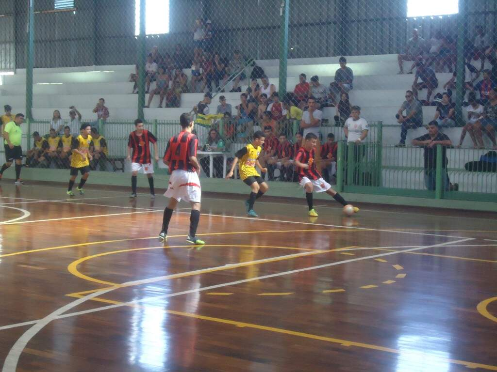 Estudantes de escolas estaduais se enfrentam pela Copa Pelezinho de Futsal. (Foto: Divulgação/Assessoria)