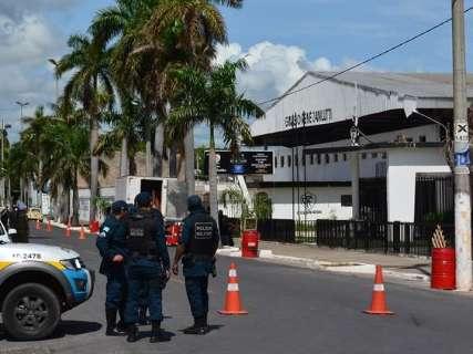 Corpo de prefeito chega a Corumbá e é levado em cortejo para velório