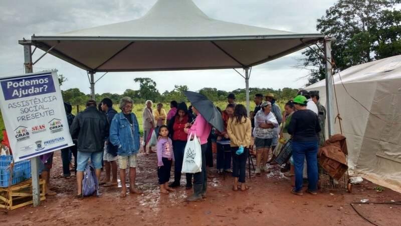 A prefeitura garante que os moradores do Bom Retiro recebem assistência diária do município, mesmo com chuva (Foto: Divulgação/Prefeitura)