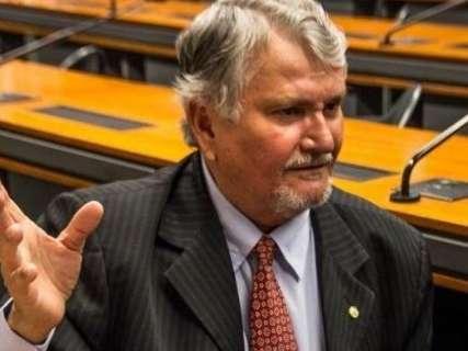 'Partido não é prisão', diz Zeca minimizando debandada do PT
