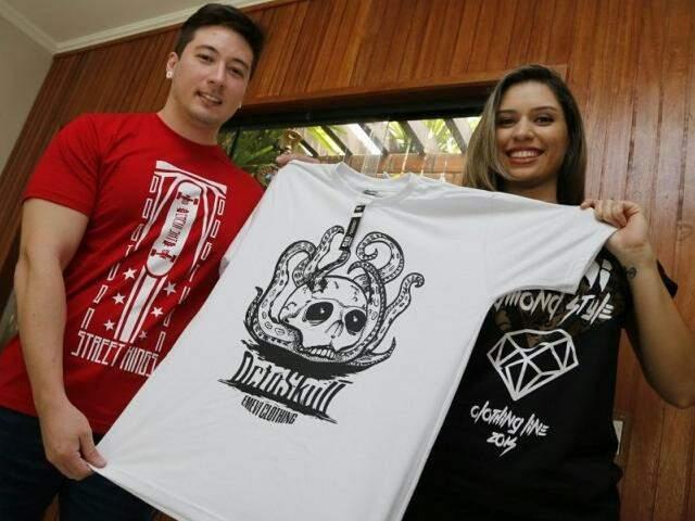 Juntos, os amigos Vinícius e Emanuelle decidiram criar a loja online Emevi Store.(Foto:Gerson Walber)